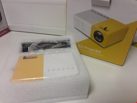 Lot 4701 BOXED LED PROJECTOR