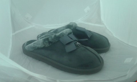 Lot 2035 PAIR OF UGG SLIPPERS SIZE 40