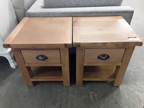 Lot 24 PAIR OF DESIGNER OAK EFFECT 1 DRAWER BEDSIDE CABINETS