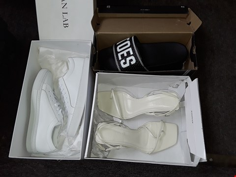 Lot 63 LOT OF 3 ASSORTED PAIRS OF FOOTWEAR TO INCLUDE ZARA AND ARTISAN LAB