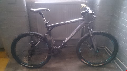 Lot 524 GT OUTPOST MOUNTAIN BIKE WITH SR SUNTOUR FRONT SUSPENSION