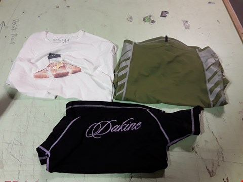 Lot 1746 LOT OF APPROXIMATELY 10 ASSORTED DESIGNER CLOTHING ITEMS TO INCLUDE A GREEN/GREY DAKINE SPORTS TOP, A WHITE BREAKFAST PRINT T-SHIRT, A BLACK/PURPLE DAKINE SPORTS TOP ETC