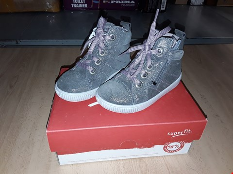 Lot 12367 BOXED SUPERFIT MOPPY SUEDE GREY LACE/ZIP UP SHOES UK SIZE 5.5 JUNIOR
