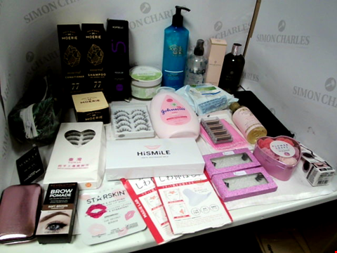 Lot 11036 LOT OF ASSORTED HEALTH & BEAUTY PRODUCTS TO INCLUDE: MOERIE SHAMPOO & CONDITIONER, MOLTON BROWN SHOWER GEL 300ML, JOHNSON'S BABY LOTION, RAZOR CARTRIDGES, ASSORTED BATHROOM & MAKEUP PRODUCTS
