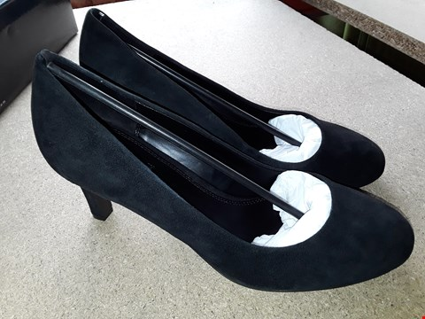 Lot 7060 BOXED BLACK HIGH HEEL SHOES SIZE 7
