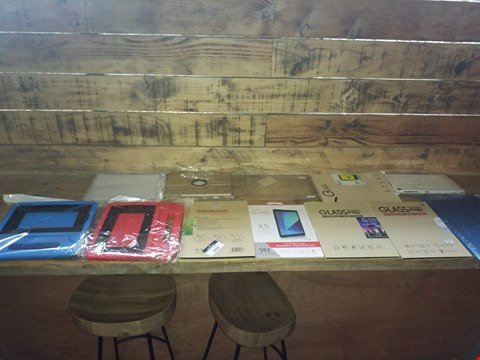 Lot 9250 LOT OF APPROXIMATELY 10 ASSORTED TABLET CASES AND SCREEN PROTECTORS