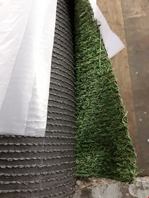 Lot 298 ROLL OF ARTIFICIAL GRASS 4M × SIZE UNSPECIFIED