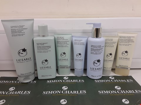 Lot 624 BOXED LIZ EARLE HAND, FACE AND SKIN BEAUTY SET