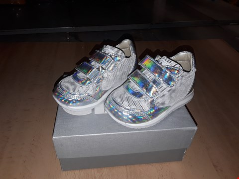 Lot 12584 BOXED CIAO SILVER METALLIC VELCRO TRAINERS UK SIZE 4.5 JUNIOR