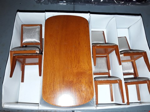 Lot 696 DOLLS HOUSE TABLE & CHAIRS