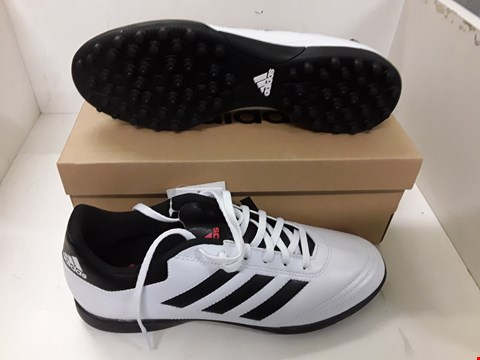 Lot 4104 PAIR OF DESIGNER FOOTBALL TRAINERS IN THE STYLE OF ADIDAS SIZE UK 8