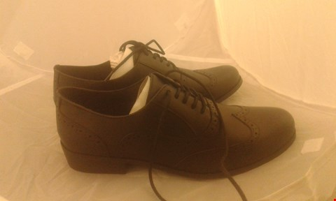 Lot 2045 PAIR OF CLARKS MENS SHOES SIZE 8