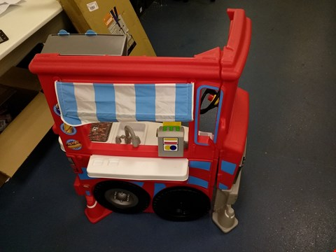 Lot 9149 LITTLE TIKES 2 IN 1 FOOD TRUCK RRP £150.00