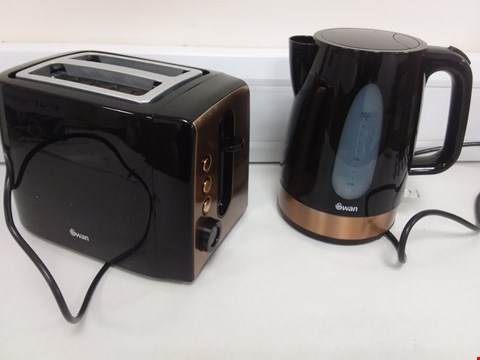 Lot 9063 SWAN 1.7L KETTLE AND 2 SLICE TOASTER SET IN BLACK/COPPER RRP £52.99