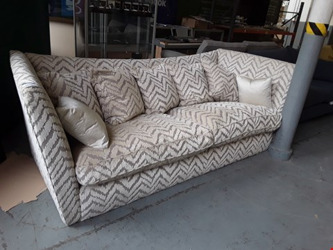 Lot 2006 QUALITY BRITISH DESIGNER NATURAL EMBOSSED FABRIC RICHMONDE BONGO 3 SEATER SOFA