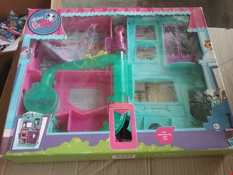 Lot 10334 BOXED HASBRO THE LITTLEST PET SHOP PLAYSET A3682