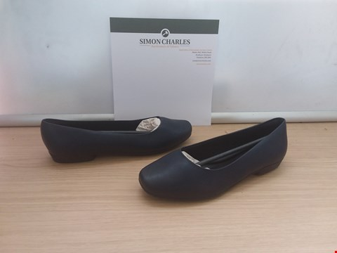 Lot 8601 BOXED PICCADILLY NAVY FLAT SOLED WOMENS SHOES UK SIZE 7