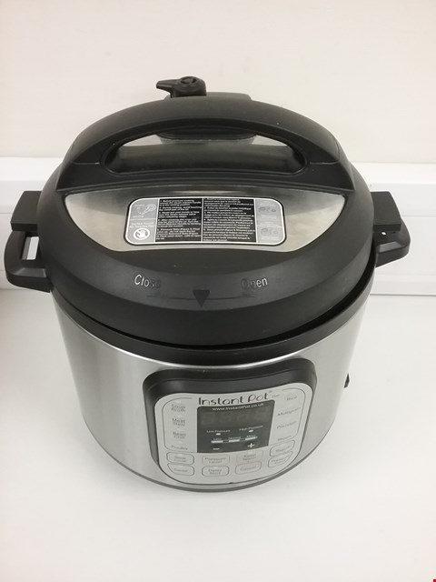 Lot 3142 INSTANT POT 7 IN 1 PRESSURE COOKER