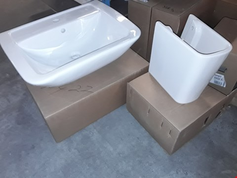 Lot 119 LOT OF 2 ITEMS TO INCLUDE SMALL WHITE CERAMIC SINK PEDESTAL AND LARGE WHITE CERAMIC SINK BASIN
