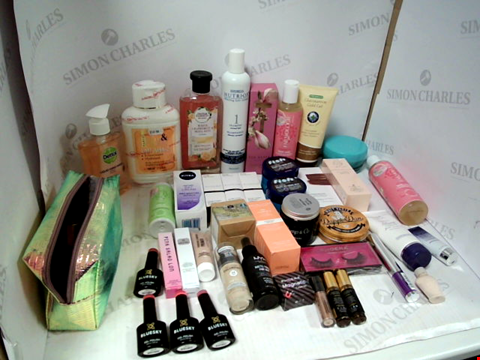 Lot 11017 LOT OF ASSORTED HEALTH & BEAUTY PRODUCTS TO INCLUDE: DETTOL LIQUID HAND WASH, TED BAKER HAND CREAM, ASSORTED HAIR GELS & WAXES, ASSORTED BATHROOM & MAKEUP PRODUCTS