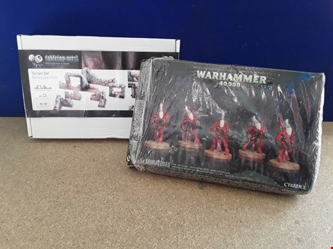 Lot 5042 TWO BOXED MODEL SETS, INCLUDING WARHAMMER 40,000 ELDAR WRAITHGUARDS AND DESTROYED WALLS TERRAIN SET