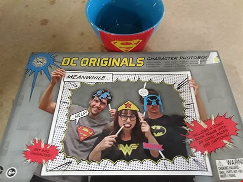 Lot 322 2 BRAND NEW ITEMS TO INCLUDE SUPERMAN CERAMIC BOWL AND DC CHARACTER PHOTO BOOK