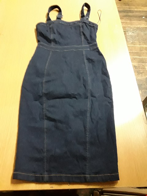 Lot 8019 AS NEW QUIZ LADIES DENIM SLIMLINE CURVED PROFILE DRESS - SIZE 10