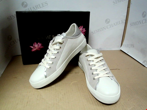 Lot 7069 CRIME LONDON FLOWER VIBES FAITH LO EXPLOSION WHITE'SILVER TRAINERS - SIZE 40