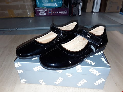 Lot 12475 BOXED STEP2WO NEW LYNN BLACK GLOSSY VELCRO SHOES UK SIZE 5