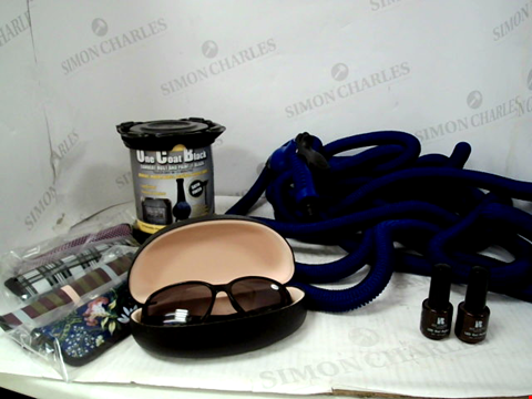 Lot 10029 BOX OF APPROXIMATELY 11 ASSORTED HOUSEHOLD ITEMS, TO INCLUDE SET OF 4 DESIGNER READING GLASSES & 1 PAIR OF SUNGLASS READERS, ONE COAT BLACK MULTI-PURPOSE PAINT, EXPANDABLE GARDEN HOSE, ETC