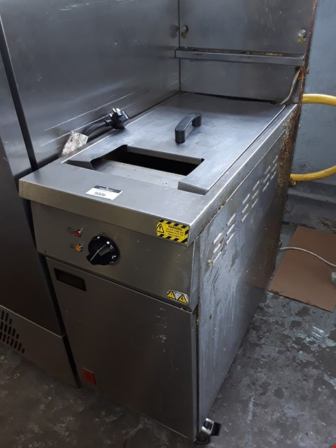 Lot 9006 FALCON GAS FIRED SINGLE DEEP FAT FRYER