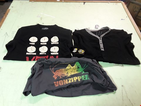 Lot 1774 LOT OF APPROXIMATELY 10 ASSORTED DESIGNER CLOTHING ITEMS TO INCLUDE A VON ZIPPER INSECT PRINT GREY T-SHIRT,  A BLACK/GREY BUTTON T-SHIRT, A VON ZIPPER WORLD CLOCK PRINT BLACK T-SHIRT M ETC