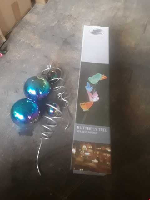 Lot 1279 5 ASSORTED ITEMS INCLUDIBG BUTTERFLY TREE, RAINBOW BALLS, WIND CHIME