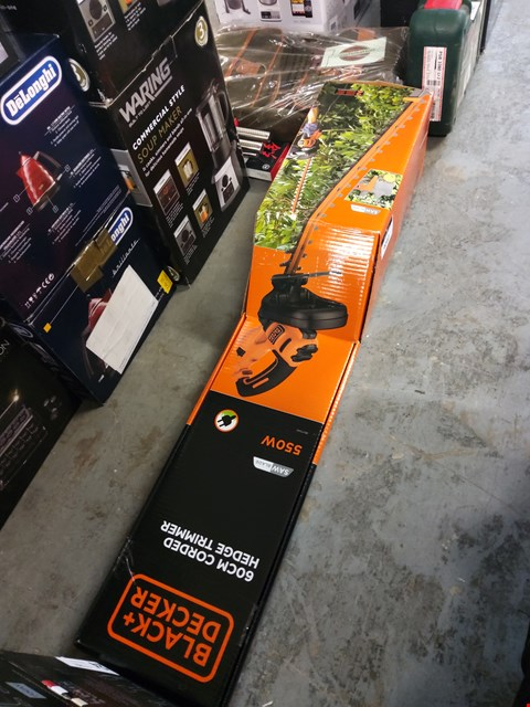 Lot 9042 BOXED BLACK AND DECKER 60CM CORDED HEDGE TRIMMER