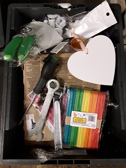 Lot 59 BOX OF ASSORTED ITEMS TO INCLUDE COLOURED LOLIPOP STICKS ,KEY RINGS, SCREW DRIVER, SPANNER ETC (BOX NOT INCLUDED)