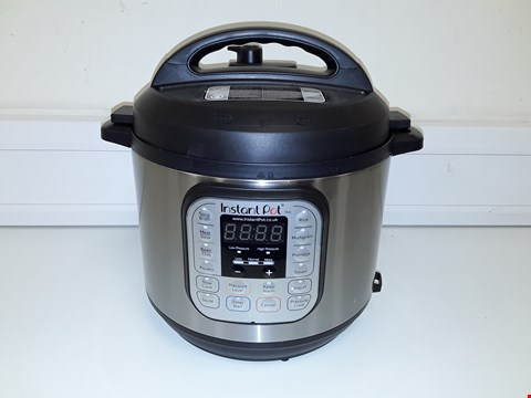 Lot 3671 INSTANT POT 7 IN 1 PRESSURE COOKER