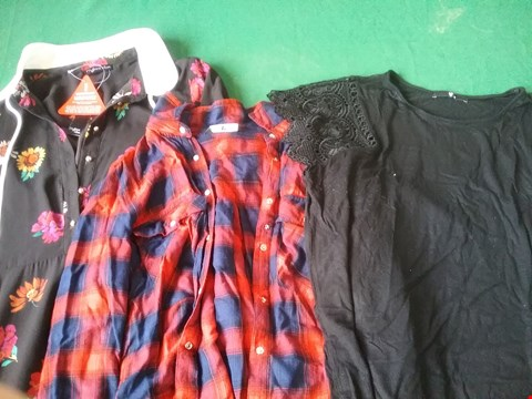 Lot 13 LOT OF 23 ITEMS OF CLOTHING TO INCLUDE GEO LACE DRESS AND PEPE REGENT HIGH WAISTED SKINNY JEAN RRP £1015.00