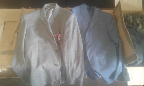 Lot 7042 APPROXIMATELY 11 X  MENS CLOTHING ITEMS TO INCLUDE FLINTOFF BLAZERS