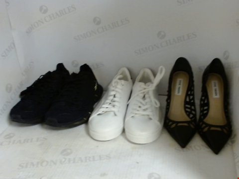 Lot 16032 BOX OF APPROXIMATELY 20 PAIRS OF UNBOXED DESIGNER FOOTWEAR TO INCLUDE REEBOK, ZARA, STEVE MADDEN ETC.