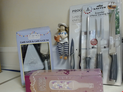 Lot 5321 LOT OF ASSORTED ITEMS TO INCLUDE SALTER CARVING SET, THE GREAT BRITISH BAKE OFF CAKE SLICE AND CAKE SLICE TIN, AND UNICORN GLASS BOTTLE