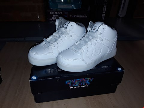 Lot 12315 BOXED SKETCHERS ENERGY LIGHTS FLASHING WHITE HIGH TOP TRAINERS UK SIZE JUNIOR 7