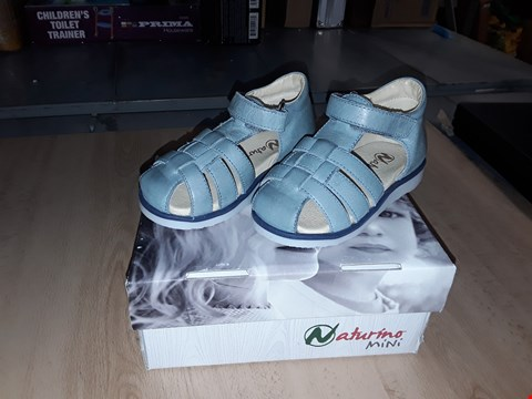Lot 12247 BOXED NATURINO MINI CHILDRENS LIGHT BLUE VELCRO LEATHER SANDALS UK CHILDRENS SIZE 7