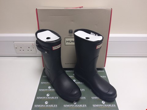 Lot 3003 BOXED PAIR OF HUNTER WELLIES UK SIZE 7