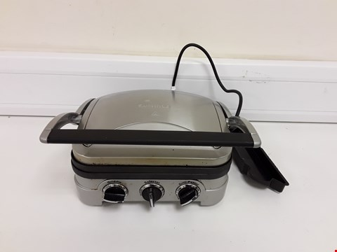 Lot 3680 CUISINART GRIDDLE AND GRILL 1600 W - SILVER