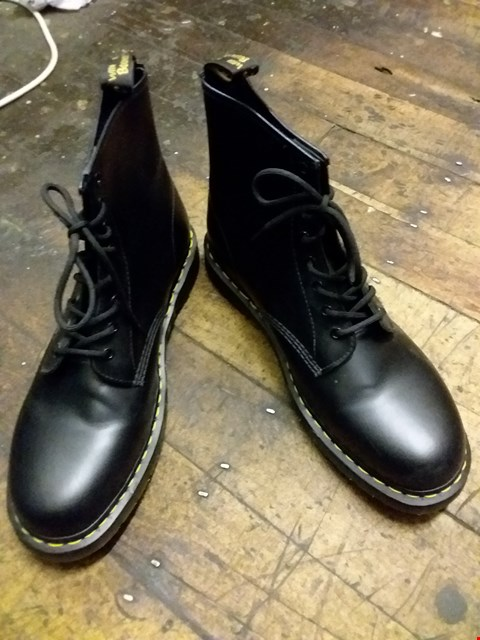 Lot 27 BOXED DR. MARTENS SMOOTH LEATHER BOOTS - BLACK SIZE 12