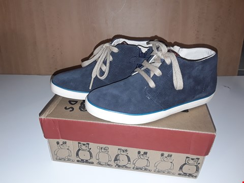 Lot 12618 BOXED CAMPER FOR KIDS BLUE SUEDE LACE/ZIP UP SHOES UK SIZE 13.5 JUNIOR