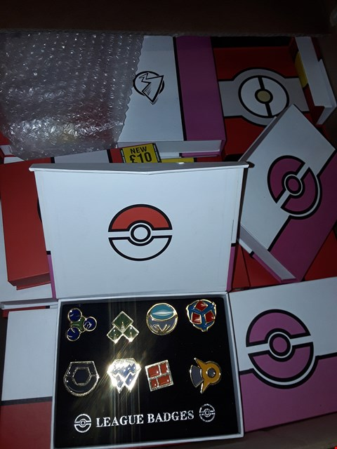 Lot 158 A BOX OF A LARGE QUANTITY OF ASSORTED NOVELTY POKEMON LEAGUE BADGES
