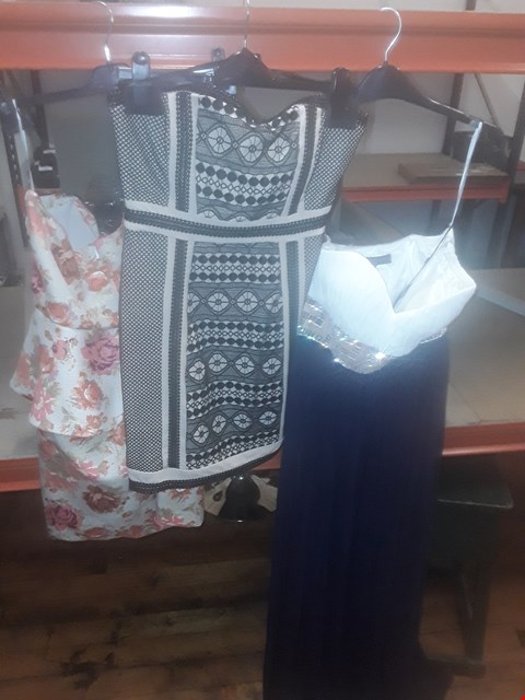 Lot 4 BOX OF APPROXIMATELY 10 ASSORTED CLOTHING ITEMS TO INCLUDE BLACK/NUDE DRESS, FLORAL PATTERN ZIP TOP AND NAVY/CREAM FOREVER UNIQUE MAIDA BANDEAU MAXI DRESS - VARIOUS SIZES