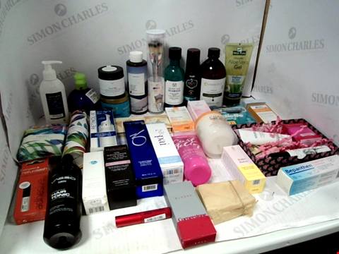 Lot 11088 LOT OF ASSORTED HEALTH & BEAUTY PRODUCTS TO INCLUDE: ORGANIC ALOE VERA GEL, CHISEL CHEEKS CONTOUR KIT, ASSORTED BATHROOM & COSMETICS PRODUCTS