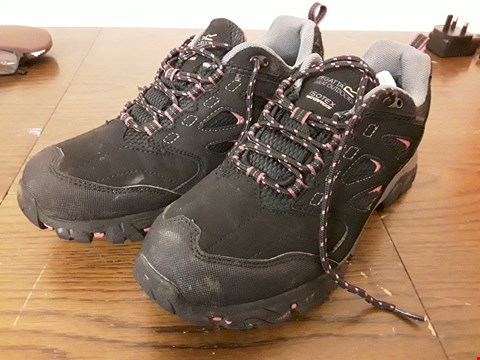 Lot 9053 PAIR OF REGATTA ISOTEX WATERPROOF BLACK/PINK WALKING SHOES - SIZE UK 6